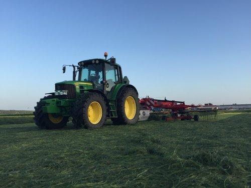 De John Deere 6330 Premium was weer mooi aan het harken in de avond met de Lely Hibiscus 855CD. Geplaatst door LandbouwLeistra op 09-06-2018 om 14:45:48, met 3 reacties.