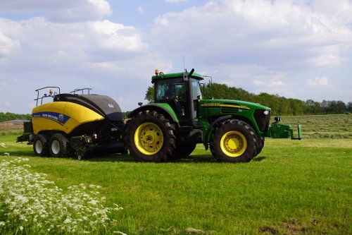 Foto van een John Deere 7720. Geplaatst door jans-eising op 16-06-2018 om 22:35:18, op TractorFan.nl - de nummer 1 tractor foto website.