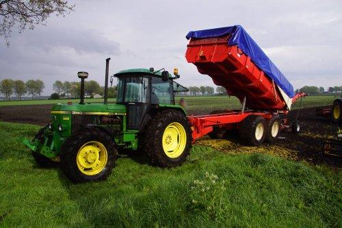 Foto van een John Deere 3140. Geplaatst door jans-eising op 17-06-2018 om 21:06:24, op TractorFan.nl - de nummer 1 tractor foto website.