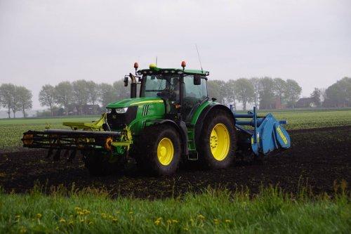 Foto van een John Deere 6220. Geplaatst door jans-eising op 17-06-2018 om 21:06:27, op TractorFan.nl - de nummer 1 tractor foto website.