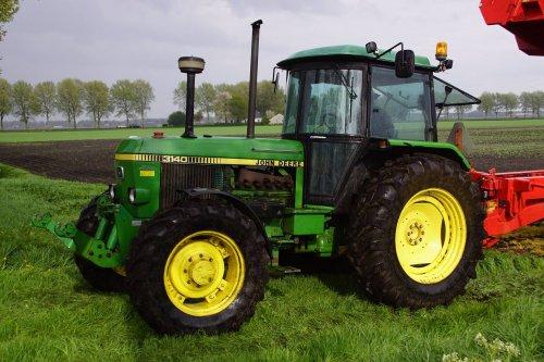 Foto van een John Deere 3140. Geplaatst door jans-eising op 17-06-2018 om 21:06:31, op TractorFan.nl - de nummer 1 tractor foto website.