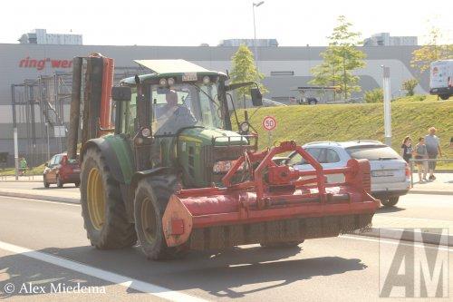 Foto van een John Deere 6330. Geplaatst door Alex Miedema op 05-07-2018 om 14:49:37, op TractorFan.nl - de nummer 1 tractor foto website.
