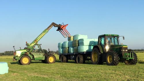 Foto van een John Deere 6610. Geplaatst door gele velgen op 07-07-2018 om 22:20:49, op TractorFan.nl - de nummer 1 tractor foto website.