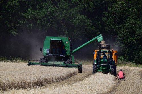 Foto van een John Deere 1188. Geplaatst door jd7920 op 11-07-2018 om 00:38:00, op TractorFan.nl - de nummer 1 tractor foto website.