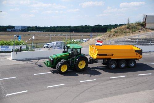 Foto van een John Deere 8400R. Geplaatst door jordi 1455 op 11-07-2018 om 23:29:01, op TractorFan.nl - de nummer 1 tractor foto website.