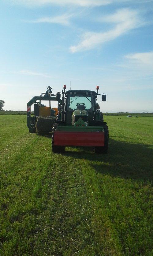 Foto van een John Deere 6330 Premium. Geplaatst door dobbe op 15-07-2018 om 10:03:24, op TractorFan.nl - de nummer 1 tractor foto website.