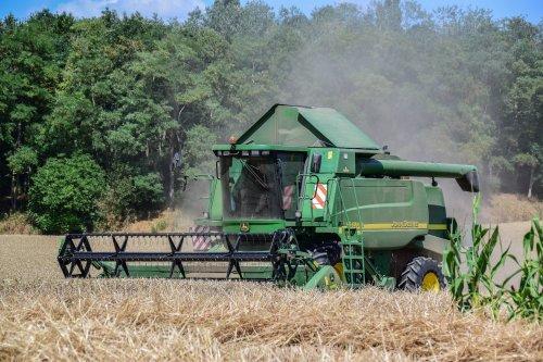 Foto van een John Deere 9640 WTS. Geplaatst door jd7920 op 19-07-2018 om 22:54:54, op TractorFan.nl - de nummer 1 tractor foto website.