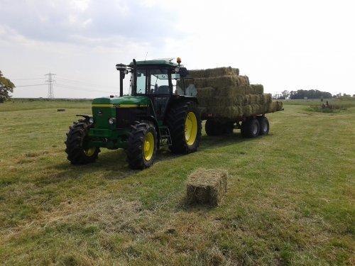 Foto van een John Deere 3350. Geplaatst door kees op 21-07-2018 om 19:24:30, op TractorFan.nl - de nummer 1 tractor foto website.