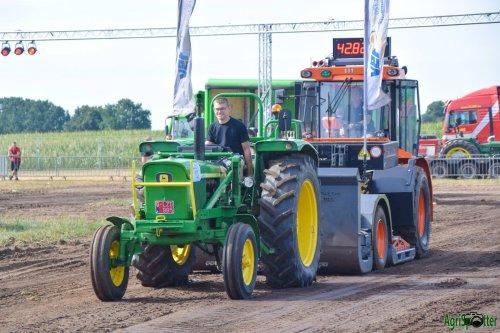 Foto van een John Deere 2130 Trekkertrek Essen. Geplaatst door Sven Francken op 30-07-2018 om 09:30:32, op TractorFan.nl - de nummer 1 tractor foto website.