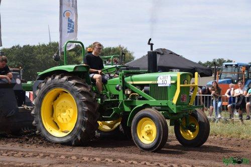 Foto van een John Deere 2130. Geplaatst door Sven Francken op 30-07-2018 om 09:30:34, op TractorFan.nl - de nummer 1 tractor foto website.