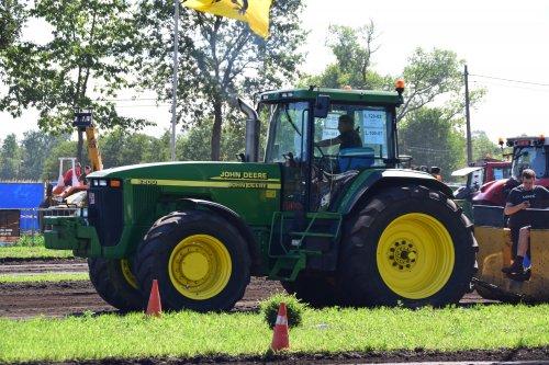 Foto van een John Deere 8200. Geplaatst door jd7920 op 06-08-2018 om 18:28:15, op TractorFan.nl - de nummer 1 tractor foto website.