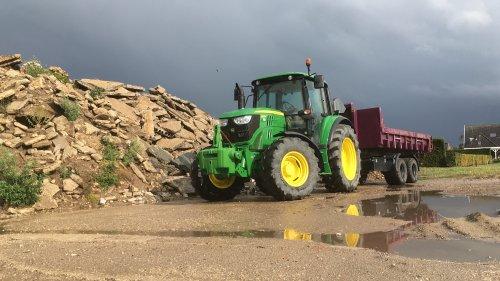 Foto van een John Deere 6125M. Geplaatst door Beunert740 op 13-08-2018 om 18:47:24, op TractorFan.nl - de nummer 1 tractor foto website.