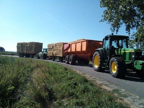 Stro halen. Geplaatst door ljdekker op 24-08-2018 om 21:11:36, op TractorFan.nl - de nummer 1 tractor foto website.