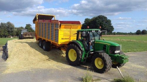 Foto van een John Deere 7530 Premium. Geplaatst door g-g op 01-09-2018 om 17:48:31, op TractorFan.nl - de nummer 1 tractor foto website.