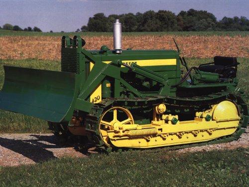 Ik vind dit wel een mooie machine ook al ben ik geen John Deere fan, maar volgensmij is het een 420 Crawler uit 1956