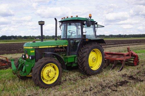 Foto van een John Deere 3050. Geplaatst door jans-eising op 13-09-2018 om 21:28:22, op TractorFan.nl - de nummer 1 tractor foto website.
