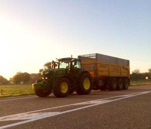 Foto van een John Deere 6250R Loonwerken Gebr. Dewit. Geplaatst door StijnTheDeereDriver op 13-09-2018 om 22:36:11, op TractorFan.nl - de nummer 1 tractor foto website.