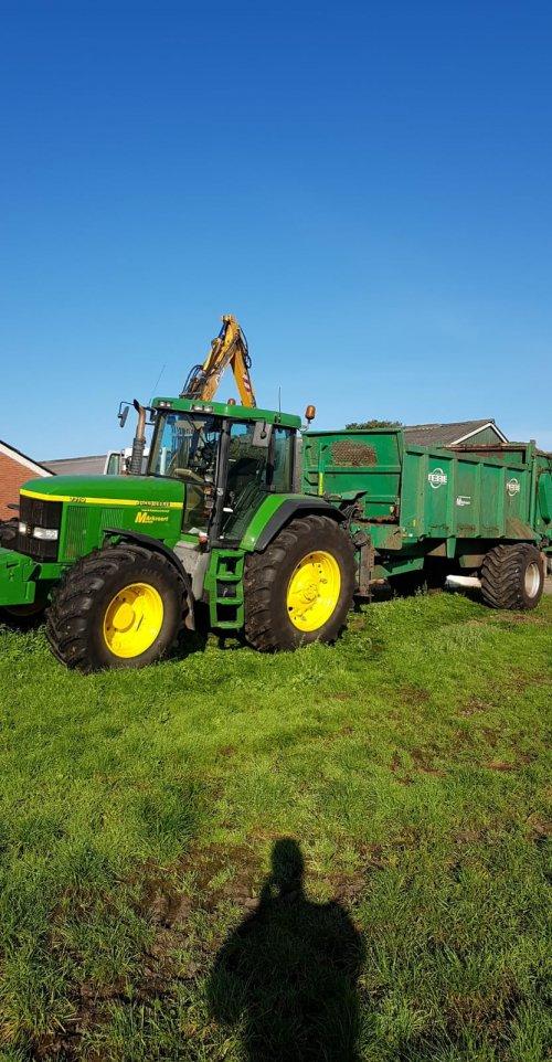 Foto van een John Deere 7710. Geplaatst door Bert1980 op 14-09-2018 om 09:26:24, op TractorFan.nl - de nummer 1 tractor foto website.