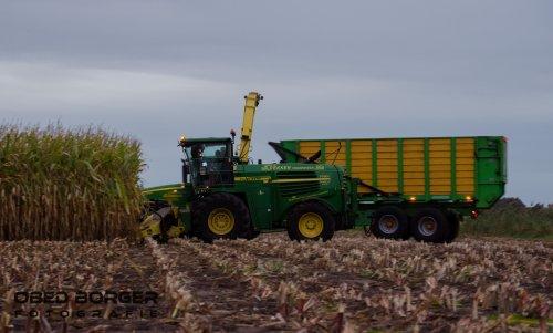 Maïs hakselen met Loonbedrijf Dekker uit Vriezenveen  Obed Borger Fotografie. Geplaatst door Obed Borger op 15-09-2018 om 09:07:33, op TractorFan.nl - de nummer 1 tractor foto website.