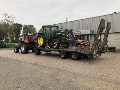 Foto van een John Deere 6200. Geplaatst door jellehoekstra op 25-09-2018 om 22:37:28, op TractorFan.nl - de nummer 1 tractor foto website.