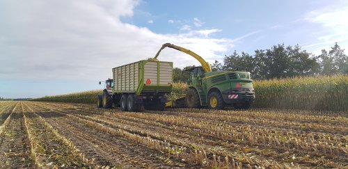 Foto van een John Deere 8200. Geplaatst door NHPowersz op 30-09-2018 om 11:53:00, op TractorFan.nl - de nummer 1 tractor foto website.