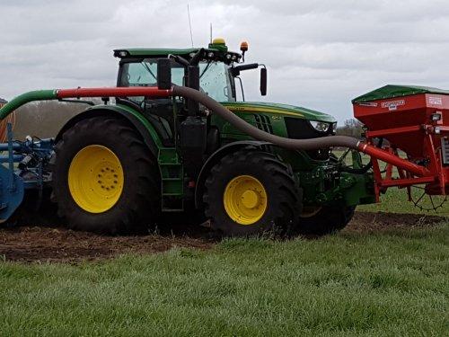 Foto van een John Deere 6750. Geplaatst door thea-meijer op 19-10-2018 om 17:21:53, op TractorFan.nl - de nummer 1 tractor foto website.