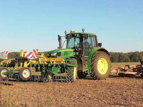 Foto van een John Deere 6130M. Geplaatst door erik9831 op 21-10-2018 om 20:28:27, op TractorFan.nl - de nummer 1 tractor foto website.