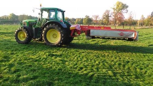 Foto van een John Deere 6920 S  met kuhn fc 313 lift control. Thuis ook maar even het gras gemaaid zodat het kort de winter in kan. Stond nog een volwaardige snede op dus heb ik het gemaaid met het materiaal van de boer waar ik werk en mag hij het gras hebben.