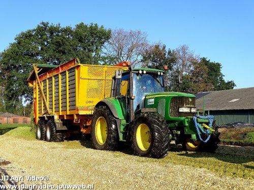 Foto van een John Deere 6920, Loonbedrijf Scharenborg uit Beltrum aan het mais hakselen. ZIE OOK DE VIDEO https://youtu.be/EChcaZLIxQw