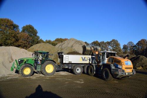 Firma VDR bezig met grond laden en lossen. Geplaatst door jd7920 op 19-11-2018 om 23:37:24, met 2 reacties.
