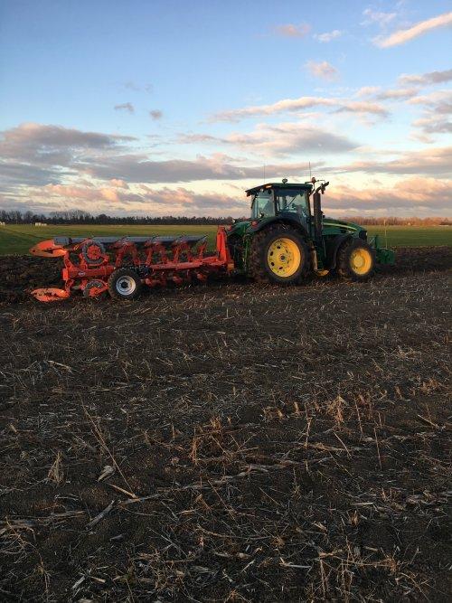Foto van een John Deere 7830 met kuhn varimaster 153 5 schaar. Geplaatst door GdenOtter op 23-11-2018 om 08:07:59, op TractorFan.nl - de nummer 1 tractor foto website.