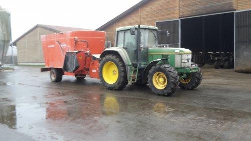 Foto van een John Deere 6800. Geplaatst door cb6520 op 25-11-2018 om 18:24:30, op TractorFan.nl - de nummer 1 tractor foto website.