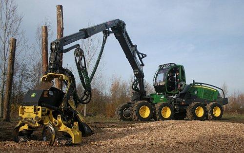 Foto van een John Deere 1170G 8wheeler serie harvester.. Geplaatst door nbomers op 01-12-2018 om 23:03:44, op TractorFan.nl - de nummer 1 tractor foto website.