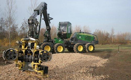 Foto van een John Deere 1170G 8wheeler serie harvester.. Geplaatst door nbomers op 01-12-2018 om 23:03:46, op TractorFan.nl - de nummer 1 tractor foto website.