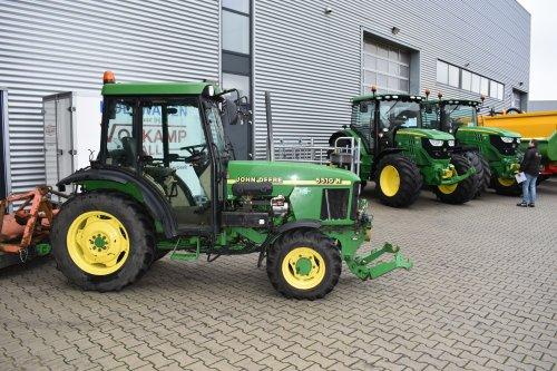 Foto van een John Deere 5510 N smalspoortje. Geplaatst door jordi 1455 op 11-12-2018 om 21:40:42, op TractorFan.nl - de nummer 1 tractor foto website.