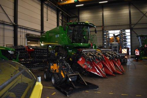 Foto van een John Deere Combine S770i. Geplaatst door jordi 1455 op 11-12-2018 om 22:56:57, op TractorFan.nl - de nummer 1 tractor foto website.