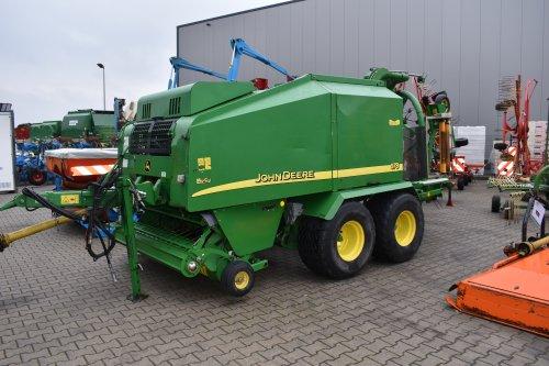 Foto van een John Deere Pers 678. Geplaatst door jordi 1455 op 12-12-2018 om 19:32:18, op TractorFan.nl - de nummer 1 tractor foto website.