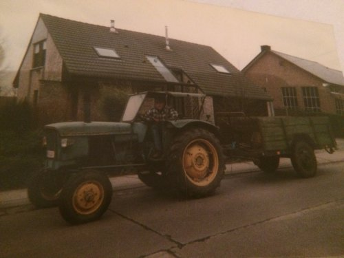 Foto van een John Deere 510 Zo dit was dus mijn allereerste tractor, 21 jaar geleden!.. Geplaatst door Towaberg op 13-12-2018 om 22:20:05, met 7 reacties.