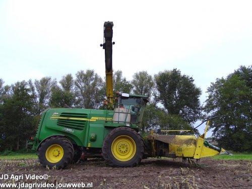 Foto van een John Deere 7750i, Melkvee en loonbedrijf van den Berg uit Oploo aan het mais hakselen. ZIE OOK DE VIDEO  https://youtu.be/cHiha3pwrSs