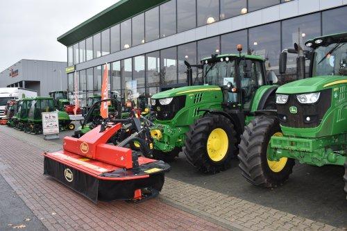 Foto van een John Deere 6155M. Geplaatst door jordi 1455 op 16-12-2018 om 22:20:35, op TractorFan.nl - de nummer 1 tractor foto website.