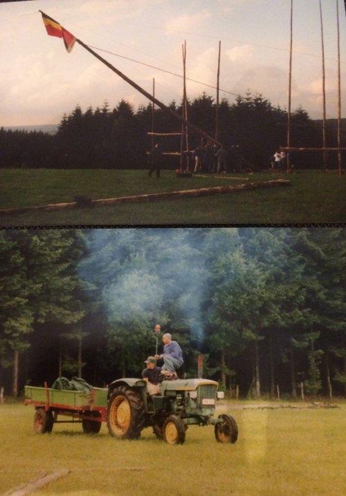 Foto van 1998, op kamp met de jeugdbeweging. Bovenaan de skipiste in malmedy. Tractor rijdt skipiste naar beneden om vlaggenmast 21meter recht te trekken, gelukt!