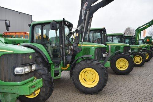 Foto van een John Deere 6120. Geplaatst door jordi 1455 op 21-12-2018 om 23:06:36, op TractorFan.nl - de nummer 1 tractor foto website.