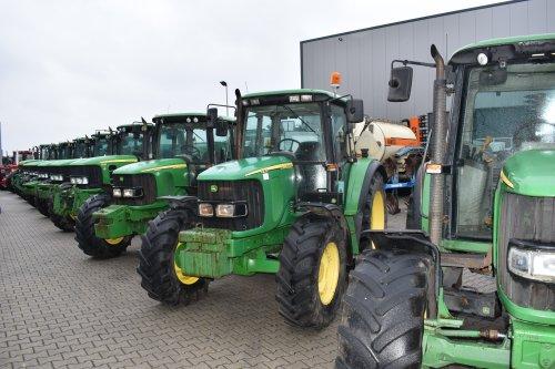 Foto van een John Deere 6220. Geplaatst door jordi 1455 op 24-12-2018 om 22:24:35, op TractorFan.nl - de nummer 1 tractor foto website.