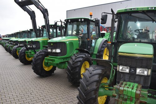 Foto van een John Deere 6120. Geplaatst door jordi 1455 op 24-12-2018 om 22:24:38, op TractorFan.nl - de nummer 1 tractor foto website.