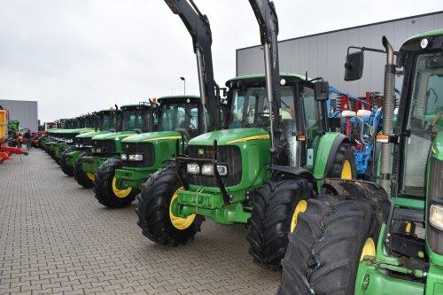 Foto van een John Deere 6120. Geplaatst door jordi 1455 op 24-12-2018 om 22:24:41, op TractorFan.nl - de nummer 1 tractor foto website.