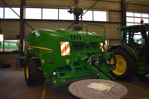 Foto van een John Deere Onbekend C441R. Geplaatst door jordi 1455 op 27-12-2018 om 19:53:36, op TractorFan.nl - de nummer 1 tractor foto website.