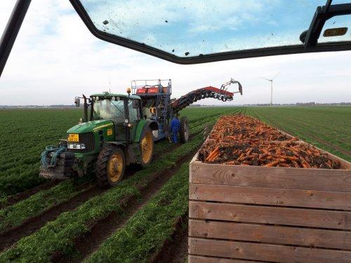 Foto van een John Deere 6630. Geplaatst door Gerben V op 29-12-2018 om 11:06:57, op TractorFan.nl - de nummer 1 tractor foto website.