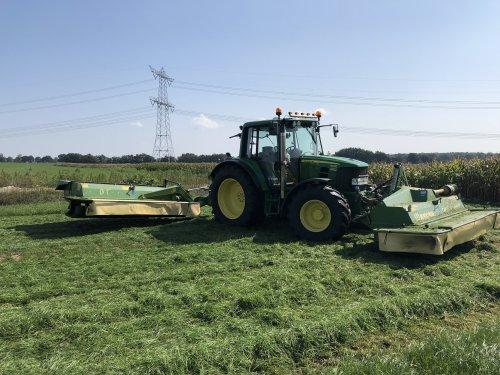 Foto van een John Deere 6230 Premium nog een mooi momentje van 2018 hopen in 2019 weer mooi wat gras te kunnen maaien