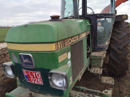 Foto van een John Deere 2040 S. Geplaatst door Theuny op 03-01-2019 om 14:06:51, op TractorFan.nl - de nummer 1 tractor foto website.