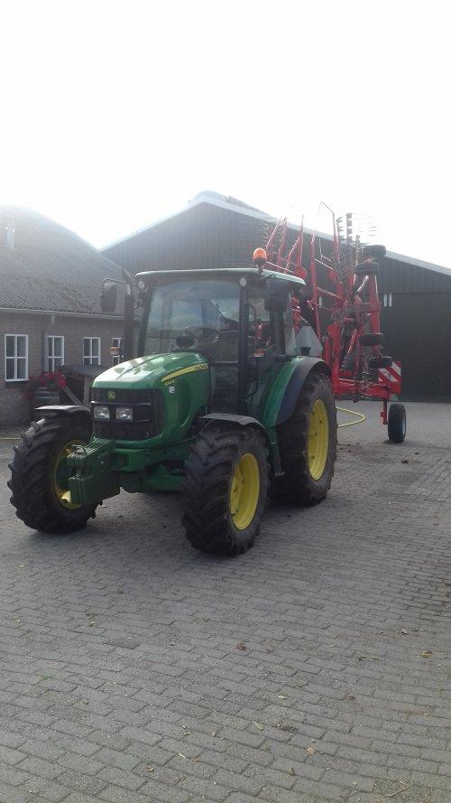 Foto van een John Deere 5100M. Geplaatst door john deere5100m op 06-01-2019 om 20:40:32, op TractorFan.nl - de nummer 1 tractor foto website.